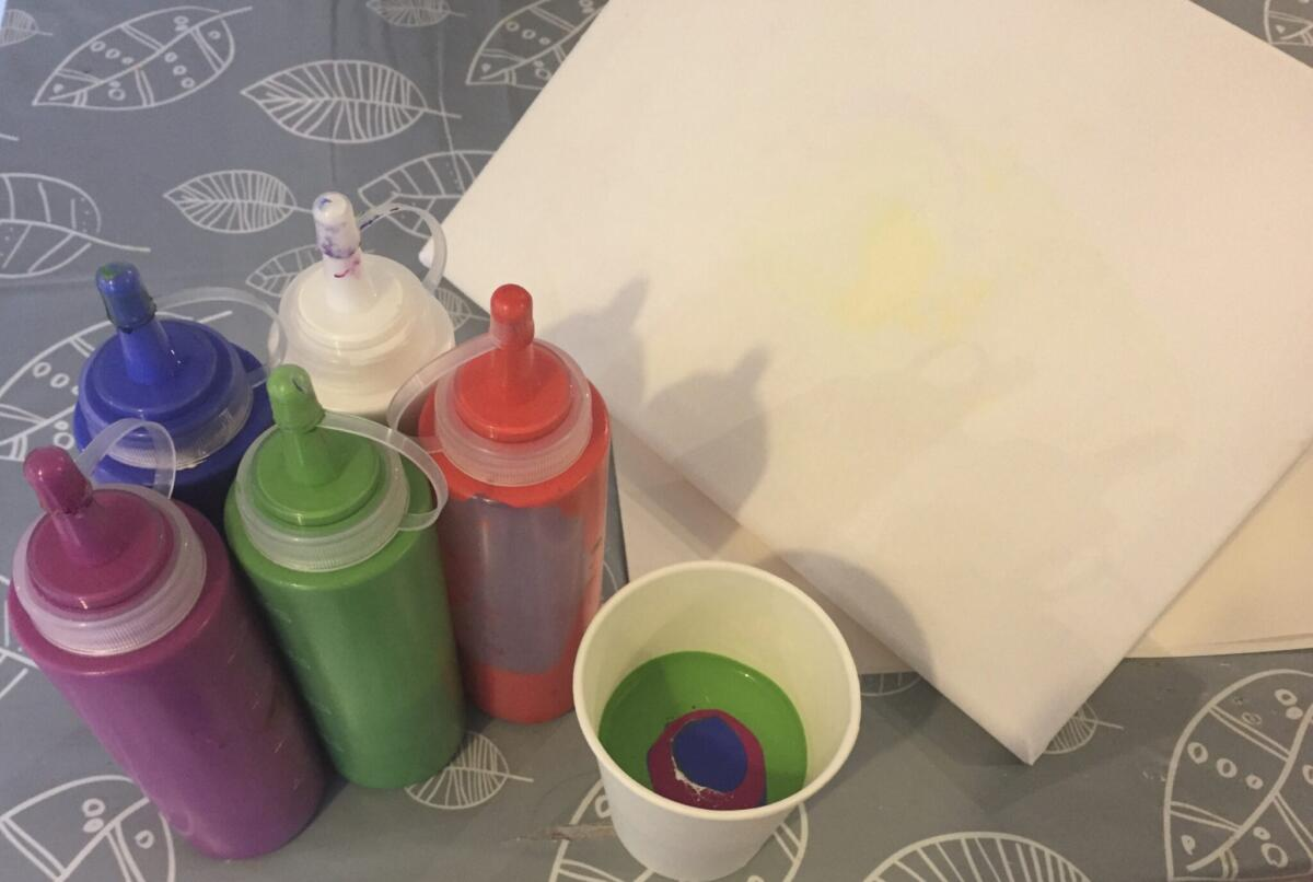 Equipment for paint pouring with children